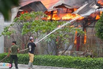 TP.HCM: Cháy xưởng gỗ rộng hơn 100m2, KCN Bình Chiểu hỗn loạn