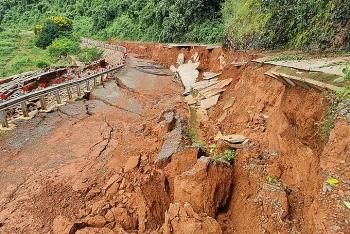Hai tuyến đường ở Đăk Nông, Bình Phước sụt lún