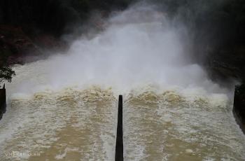 Hồ Kẻ Gỗ tăng lưu lượng xả lũ đón bão Molave