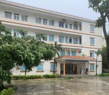 Bệnh viện vùng bão cho bệnh nhân nhẹ về nhà, sẵn sàng cấp cứu