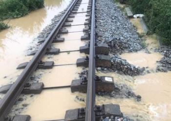 Đường sắt thiệt hại nặng do ảnh hưởng của bão số 9