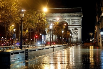 Pháp đóng cửa, Đức siết hạn chế chống Covid-19