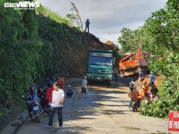 Sạt lở vùi lấp 45 người ở Quảng Nam: Chuyển 5 người bị thương đi cấp cứu