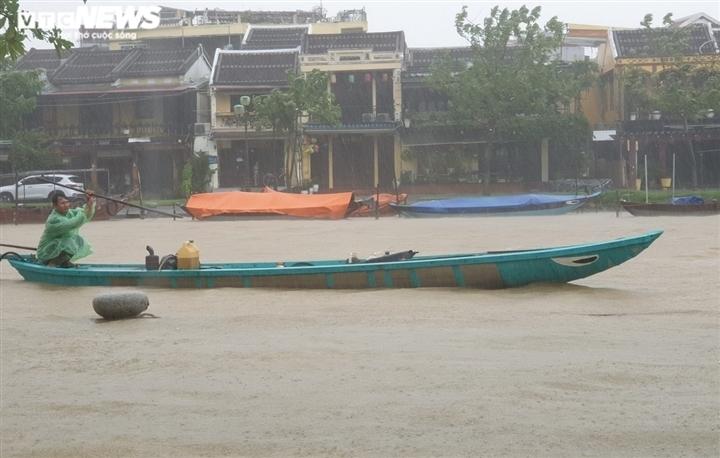 Thời tiết 18/10: Nghệ An đến Thừa Thiên Huế mưa rất to, nguy cơ lũ quét, sạt lở