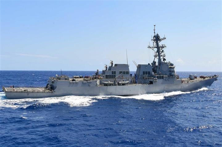 Trung Quốc phản đối Mỹ, Canada đưa tàu chiến qua eo biển Đài Loan