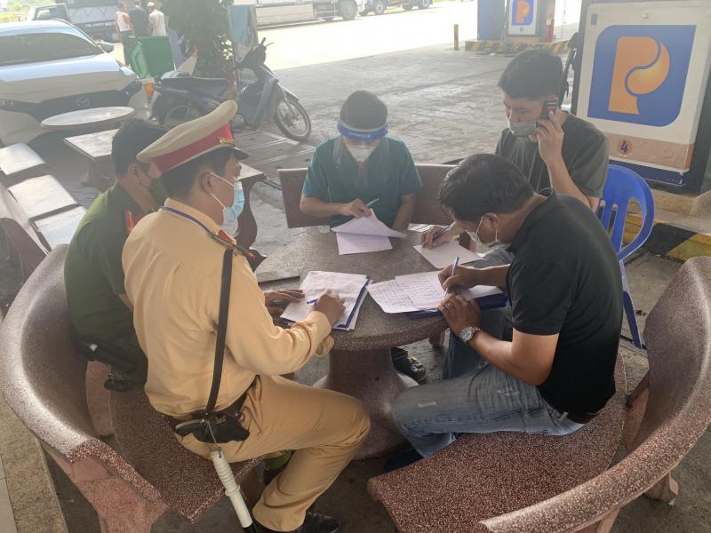 Nhiều xe vào Đà Nẵng trả khách chui, né khai báo y tế