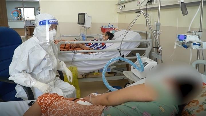 """Bệnh nhân khỏi COVID-19: """"Tôi run lên và ớn lạnh khi nghe tiếng xe cứu thương"""""""