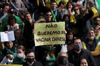 Người Brazil biểu tình, phản đối tiêm vaccine COVID-19 của Trung Quốc