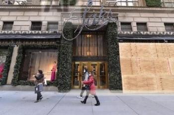 Lo biểu tình thành sau bầu cử, các cửa hàng Mỹ lắp ván gỗ