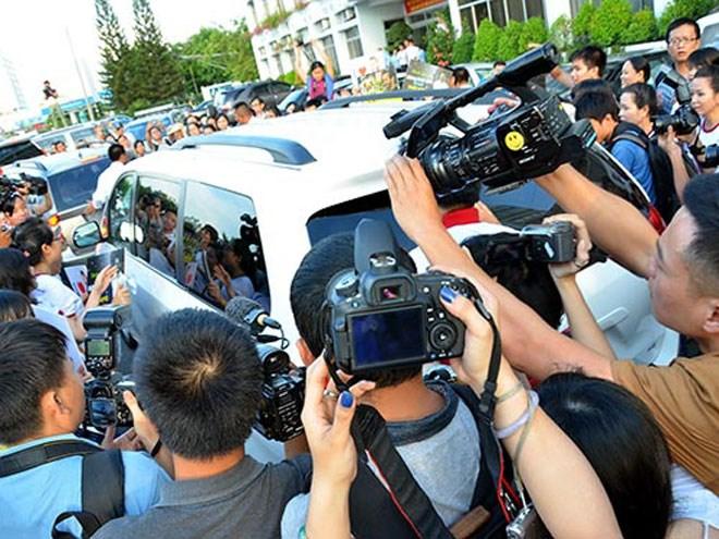 Cản trở nhà báo, phóng viên tác nghiệp sẽ bị xử phạt tới 60 triệu đồng - Ảnh 1