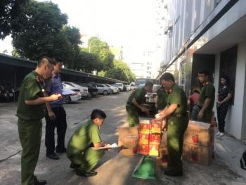 Bắt giữ 3,4 tấn pháo hoa nổ được ngụy trang trong các thùng bìa hoa quả