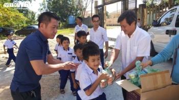 Ông Đoàn Ngọc Hải hứa tặng suất du lịch cho học sinh xuất sắc