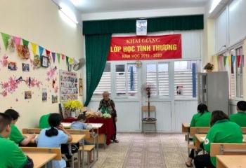 Bà giáo già 22 năm mở lớp học tình thương, dạy miễn phí cho trẻ khuyết tật