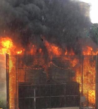 Cháy lớn hệ thống điều hòa chung cư ở Hà Nội, hàng trăm người tháo chạy