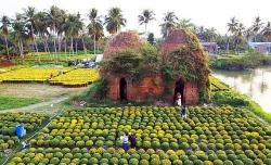 Vườn hoa Tết bên lò gạch 100 tuổi