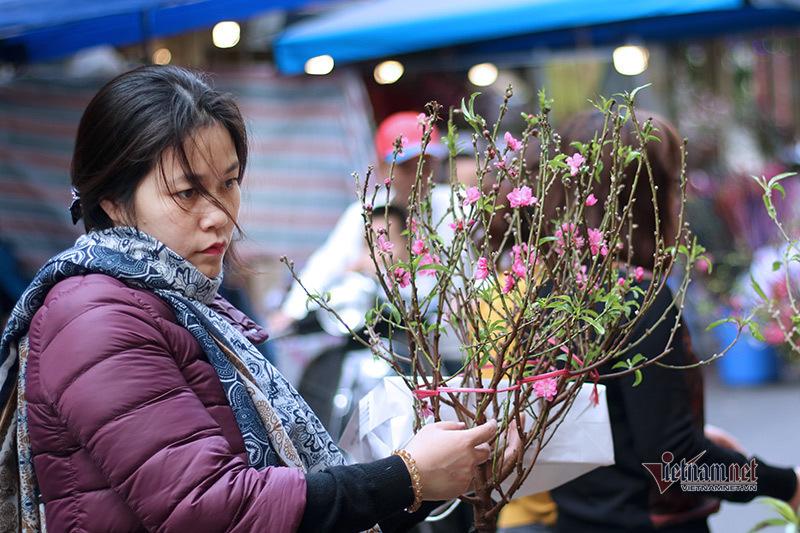 sac mau ruc ro o cho hoa ha noi