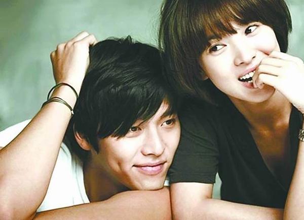 song hye kyo bi nghi tung bat ca hai tay