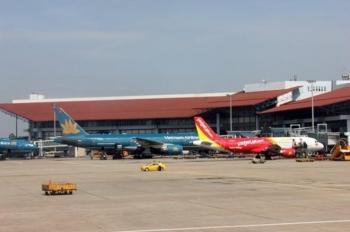 Thông đường băng, đường lăn sân bay Nội Bài, tiễn chuyến bay đầu tiên năm 2021