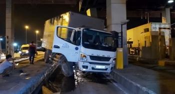 Liên tiếp 2 vụ xe tải