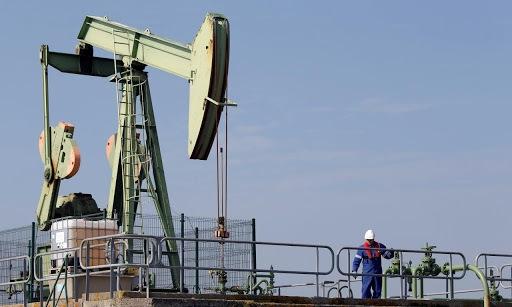 Giá dầu lên cao nhất gần một năm