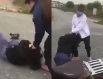 Hai nữ sinh Hà Nội bị ba thiếu nữ đánh hội đồng, đạp liên tiếp vào bụng