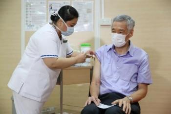 thu tuong singapore tiem vaccine covid 19