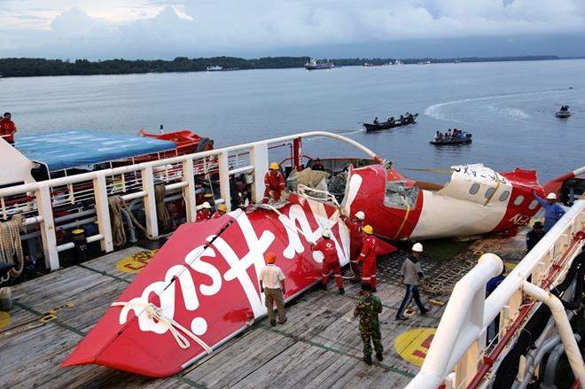lai la may bay boeing 737 roi o indonesia