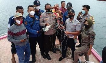 Ngư dân kể giây phút máy bay Indonesia lao xuống biển