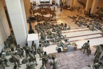 Cảnh tượng chưa từng có bên trong tòa nhà Quốc hội Mỹ kể từ Nội chiến