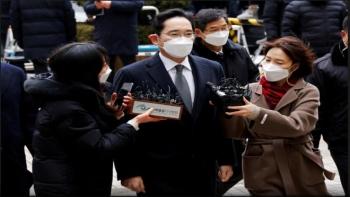 Người thừa kế tập đoàn Samsung quay trở lại nhà giam trong bản án mới