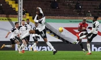 Edinson Cavani, Paul Pogba tỏa sáng, Man Utd chiếm lại ngôi đầu