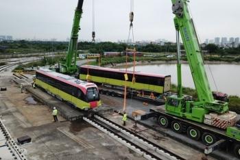 Mở cửa để nhân dân tham quan đoàn tàu đầu tiên tuyến metro Nhổn- Ga Hà Nội