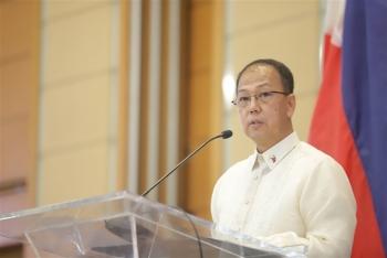 Philippines không thỏa hiệp về Biển Đông với Trung Quốc vì vaccine COVID-19