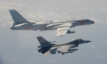13 máy bay Trung Quốc áp sát Đài Loan