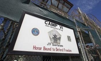 Mỹ hoãn kế hoạch tiêm vaccine cho tù nhân khủng bố
