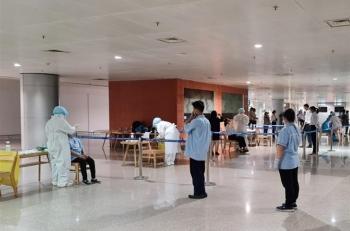 TP.HCM xét nghiệm COVID-19 toàn bộ nhân viên làm việc tại sân bay Tân Sơn Nhất