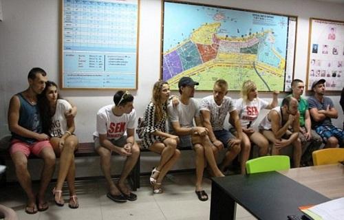 thai lan bat 10 nguoi nga mo lop day sex o pattaya