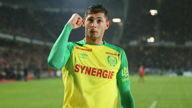 emiliano sala bi buoc phai len chiec may bay xau so