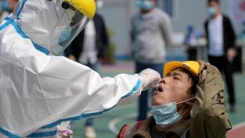 Trung Quốc tăng đột biến số ca COVID-19 trong cộng đồng