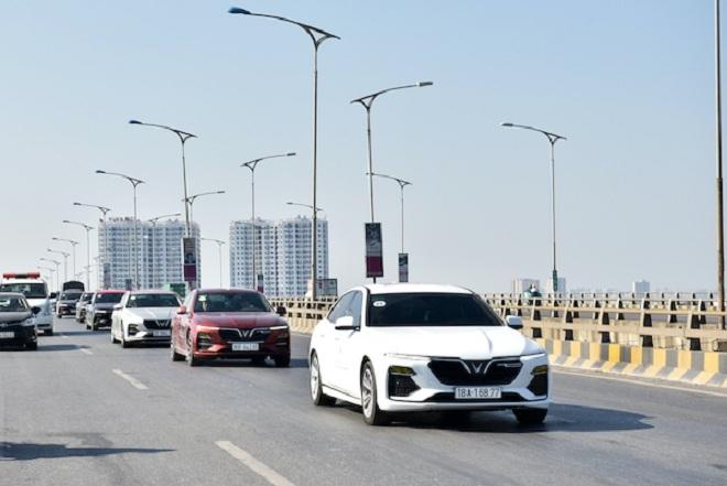 Vì sao mẫu xe điện tự hành của VinFast trở thành tâm điểm giới bình xe quốc tế? - 4