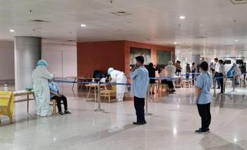 TP.HCM xét nghiệm khẩn cho 1.000 nhân viên sân bay Tân Sơn Nhất