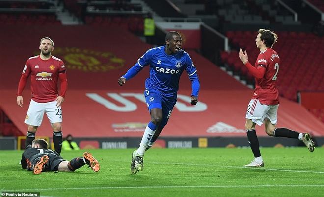 Bruno Fernandes lập siêu phẩm, Man Utd vẫn đánh rơi chiến thắng ở giây cuối - 3