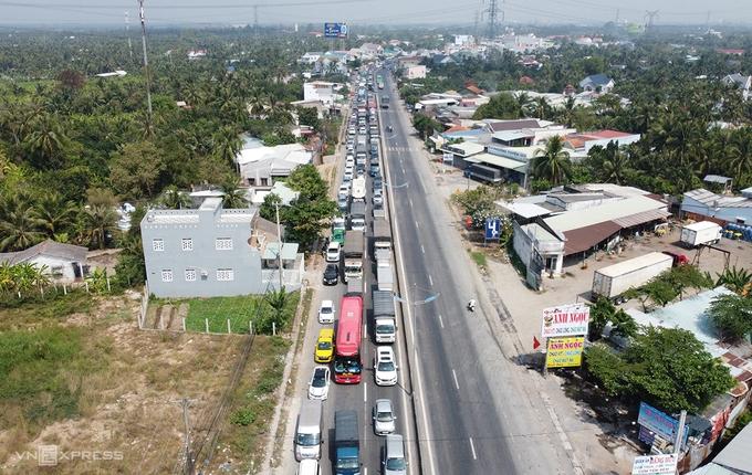 Hỗn loạn ngày đầu xe chạy trên cao tốc Trung Lương - Mỹ Thuận