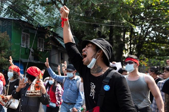 Hơn 60.000 người biểu tình phản đối đảo chính quân sự ở Myanmar - 2