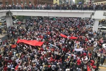 Hơn 60.000 người biểu tình phản đối đảo chính quân sự ở Myanmar