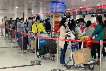 Bốn nhân viên sân bay Tân Sơn Nhất nghi nhiễm nCoV