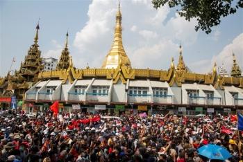 Biểu tình lan rộng ngày thứ 4 ở Myanmar, gần 30 người bị bắt giữ