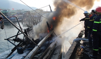 Cháy lớn tại âu thuyền Đà Nẵng, 3 tàu cá bị thiêu rụi