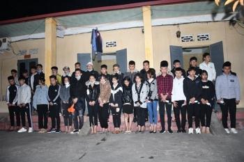 Tạm giữ 34 thanh niên vượt chốt kiểm soát COVID-19