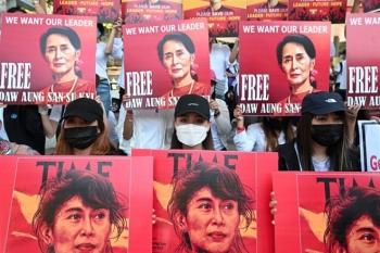 Bà Aung San Suu Kyi bị tạm giam đến ngày 17/2
